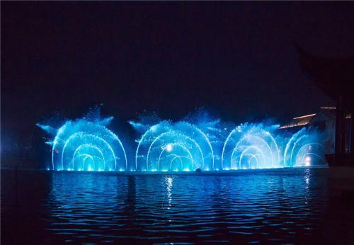 水幕投影成为文化公园非常靓丽的一道风景线